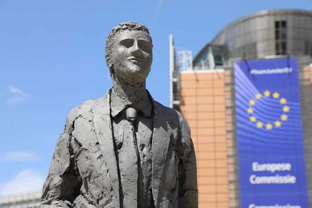 [insert name here]: #LeaveALegacy campaign unveils statue encouraging EU to invest in R&D to fight against diseases of poverty
