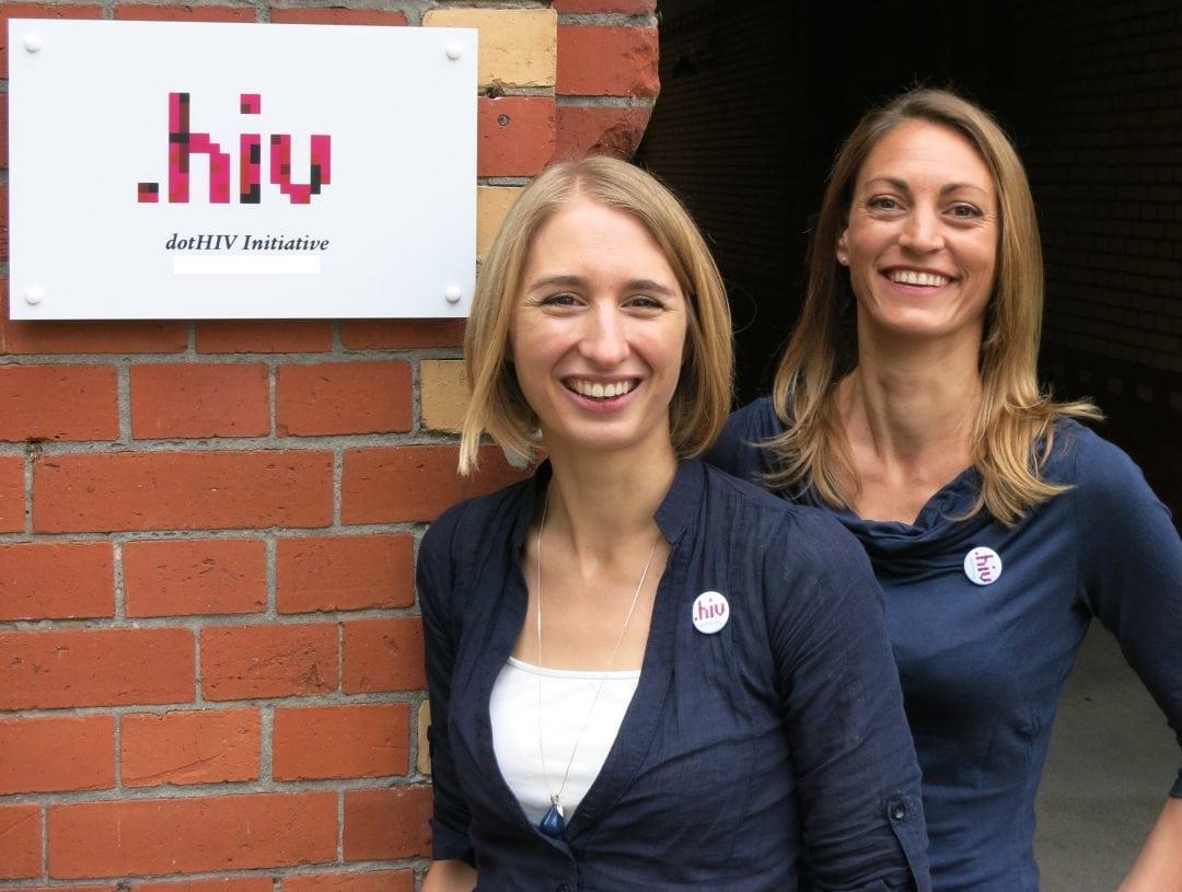Mitgründerin Carolin Silbernagl (links) mit Geschäftsführerin des Vereins, Ina Rosenstiel (rechts)