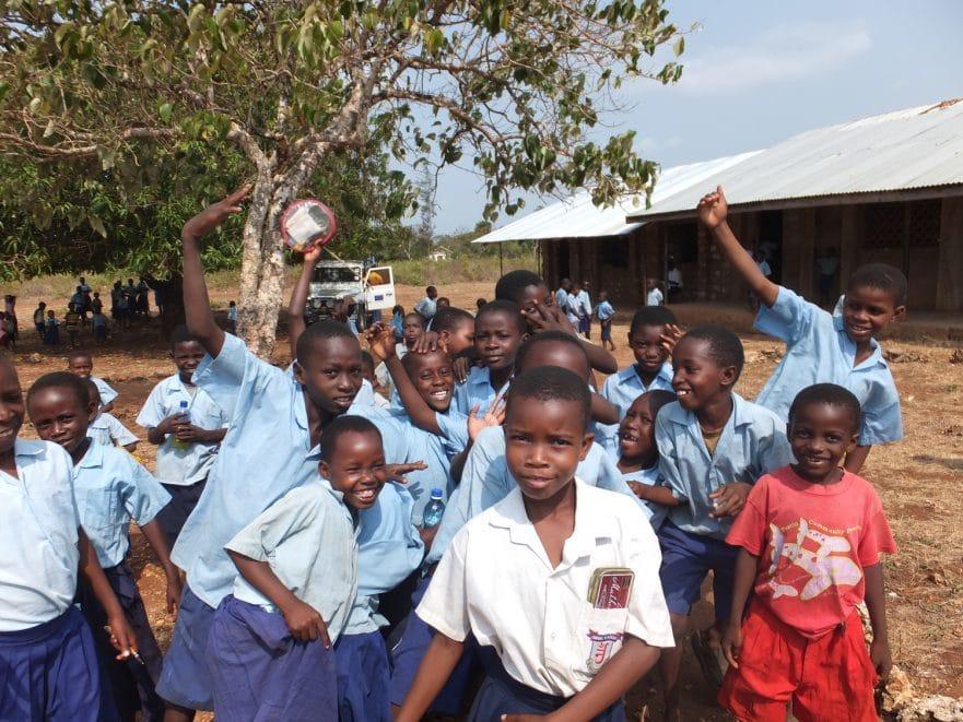 Gruppe von Jugendlichen in Kenia