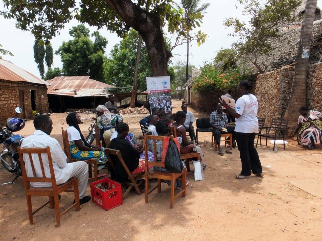 Outreach-Aktivität für Jugendliche im Rahmen des Young Adolescents Project im Kilifi-Distrikt in Kenia