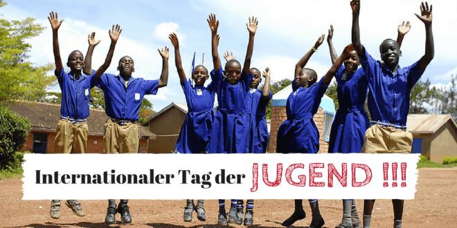 Internationaler Tag der Jugend: Eine Gruppe von Jugendlichen freut sich in einem Projekt der DSW in Ostafrika