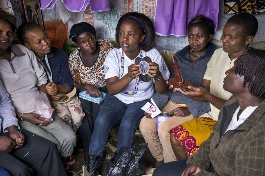 Frauen in Nairobi, Kenia in einem DSW-Workshop für Frauen zu sexueller und reproduktiver Gesundheit und Familienplanung