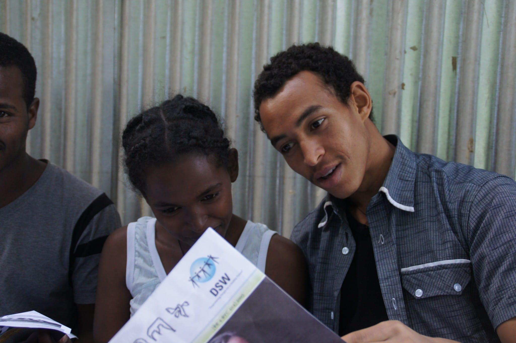 Jugendliche in Äthiopien engagieren sich gegen Aids – mit Unterstützung der DSW