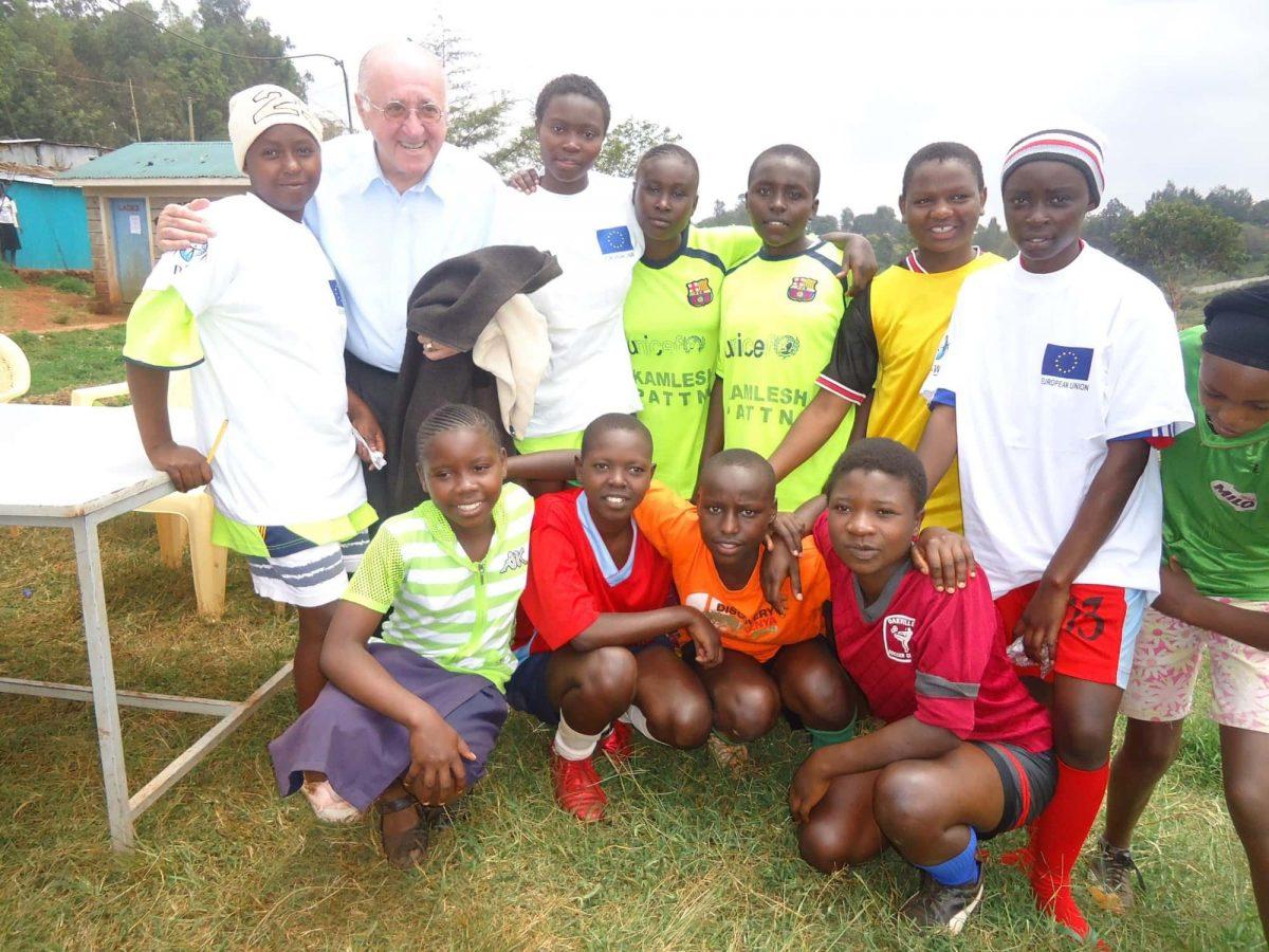 Alfred Biolek: Kochbuch zugunsten von Jugendlichen in Afrika