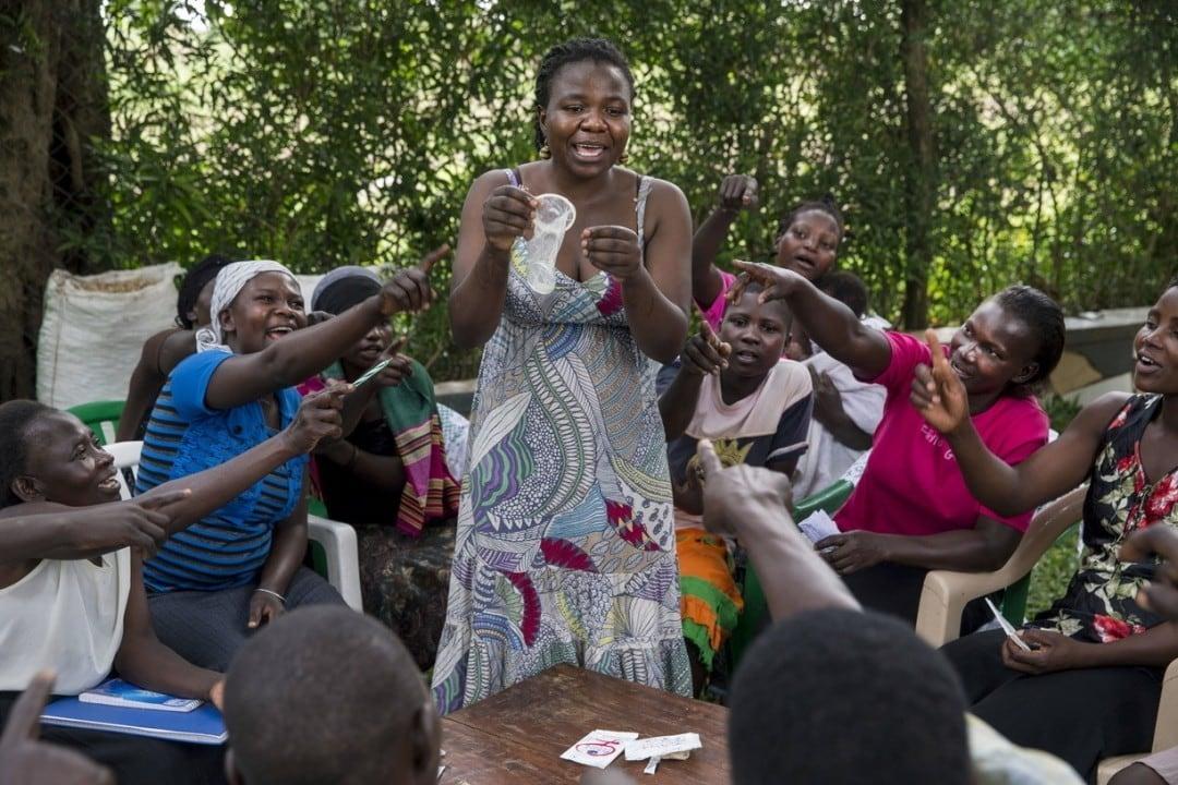 Frauen in Uganda bei einem Workshop zu freiwilliger Familienplanung