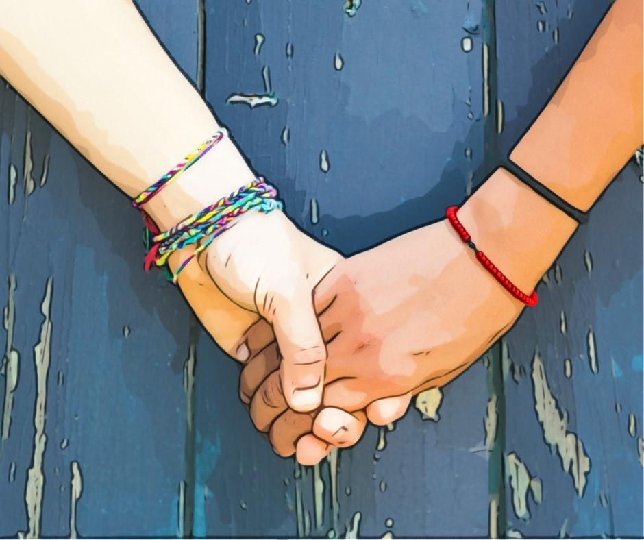 Zwei ineinander gelegte Hände.