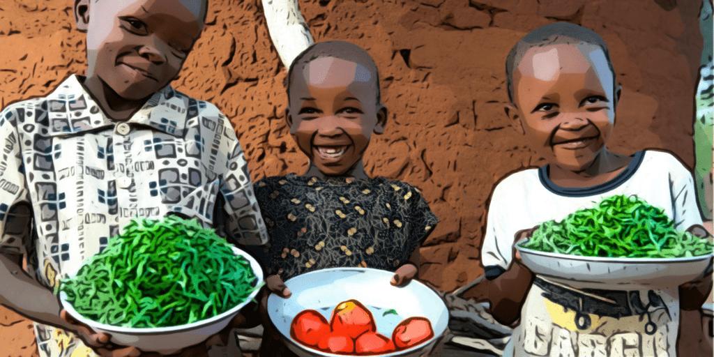 Drei Kinder in Afrika mit Schüsseln voller Obst und Gemüse