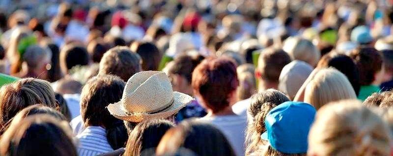 Die Weltbevölkerung wächst: ein Gruppe von Menschen