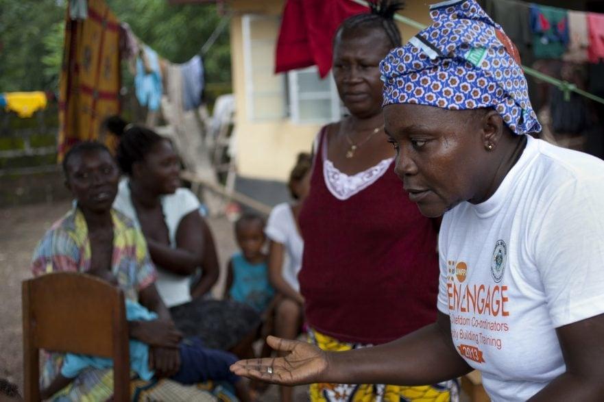 Eine Mitarbeiterin von UNFPA in einem Projekt für freiwillige Familienplanung in Sierra Leone