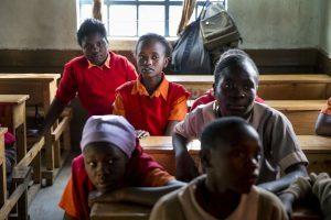 Bildung: Mädchen in einer Schule in Kenia