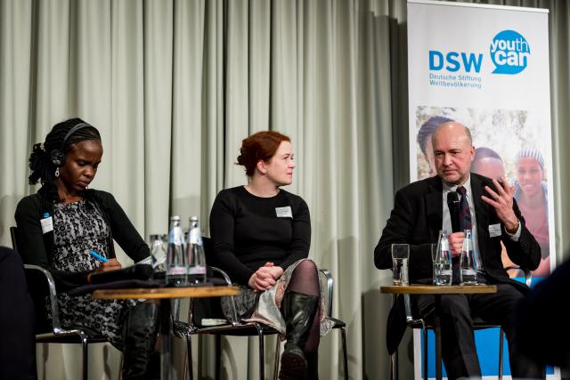 Die entwicklungspolitische Referentin der DSW in Kenia, Imali Ngusale, die Bundestagsabgeordnete Katja Dörner (Bündnis 90/Die Grünen) und Niels Breyer vom Bundesministerium für wirtschaftliche Zusammenarbeit und Entwicklung sprechen über die Ergebnisse der Studie