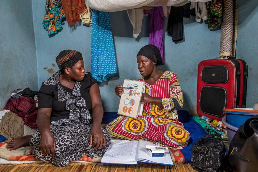 Was gegen unsichere Abtreibungen hilft: ungewollte Schwangerschaften durch Aufklärung und Verhütung vermeiden. Foto: Jonathan Torgovnik