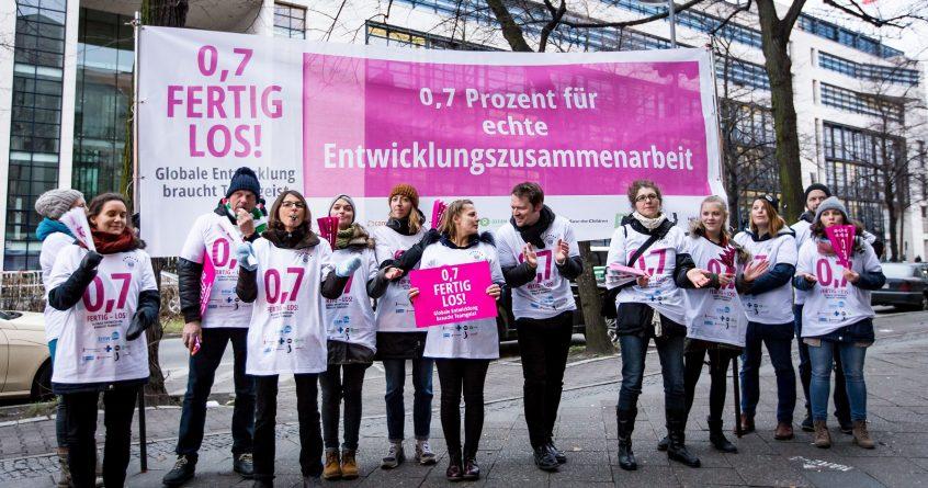 Kundgebung zur Entwicklungsfinanzierung von mehreren Nichtregierungsorganisationen in Berlin