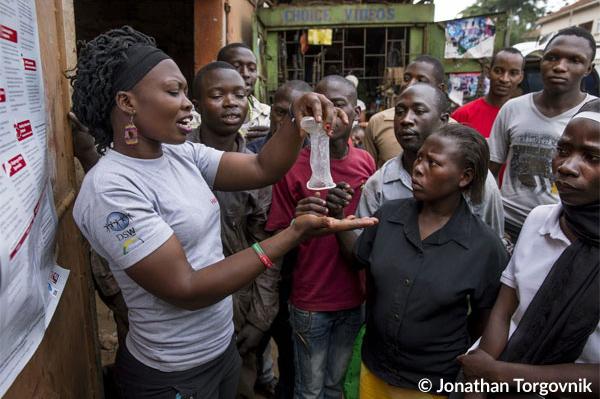 Eine öffentliche Aufklärungsveranstaltung für Jugendliche in Kampala, Uganda.