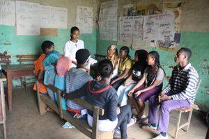 Im Bonga-Projekt der DSW bilden sich Jugendliche gegenseitig aus