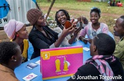 Mitglieder des Youth to Youth Programms während einer Session zum Thema Verhütung und Familienplanung