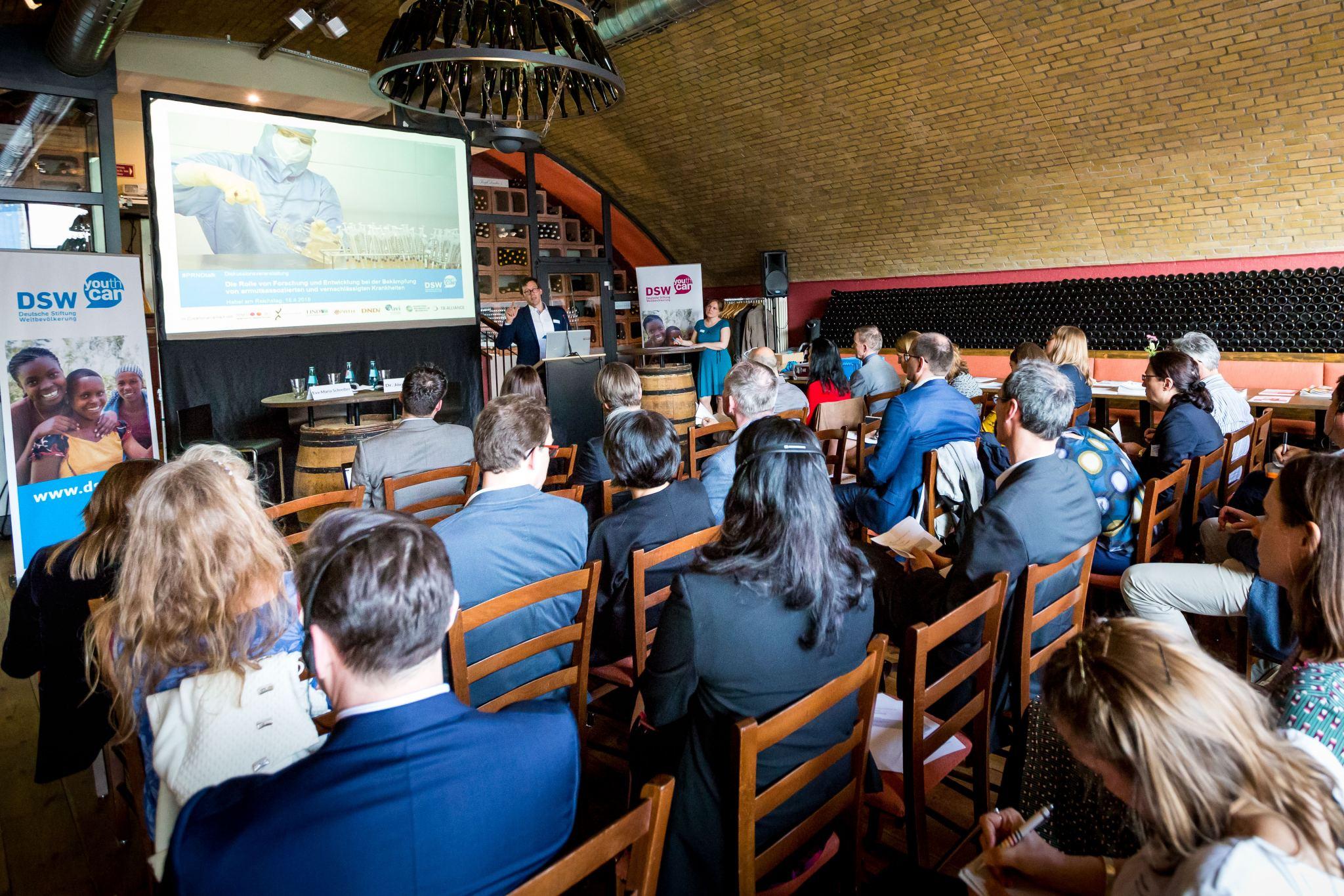 DSW-Event: Welche Rolle spielt Deutschlands Engagement bei Forschung und Entwicklung zu vernachlässigten Armutskrankheiten?
