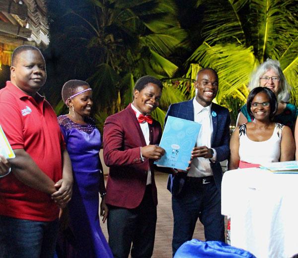 Vom Jugendklub zur NGO: Eine feierliche Zeremonie läutet die nächste Projektphase ein