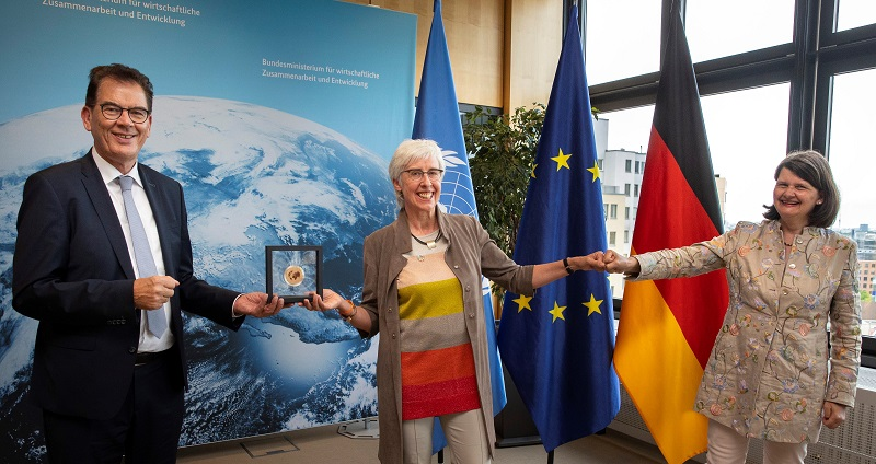 Renate Bähr erhält Auszeichnung für Lebenswerk
